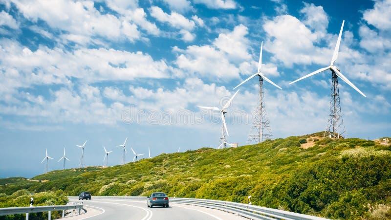Moinhos de vento, turbinas eólicas para a produção da energia elétrica fotografia de stock royalty free
