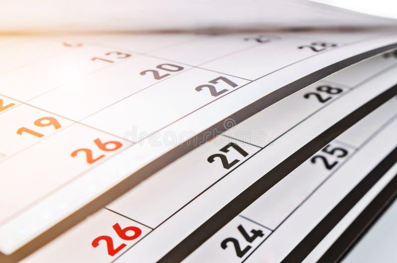 Mois et dates montrés sur un calendrier image libre de droits
