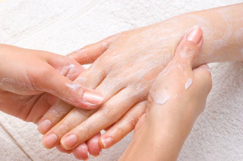 moisturizing skalningstillvägagångssätt arkivbild