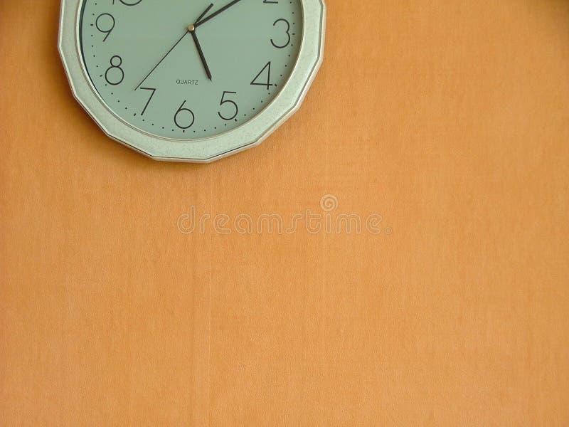 Moitié d'une horloge photographie stock