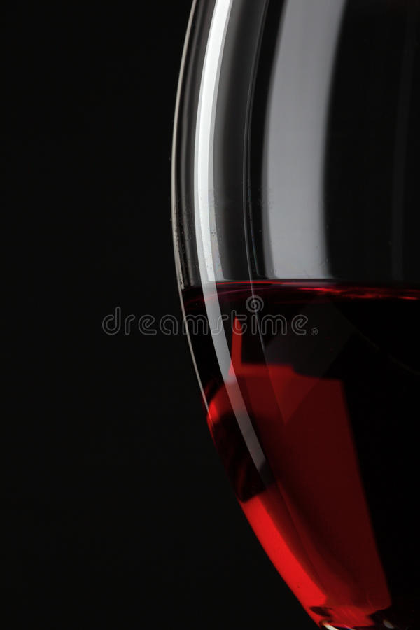 Moitié de glace de vin rouge photographie stock libre de droits