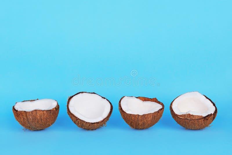 Moitiés des noix de coco photos stock
