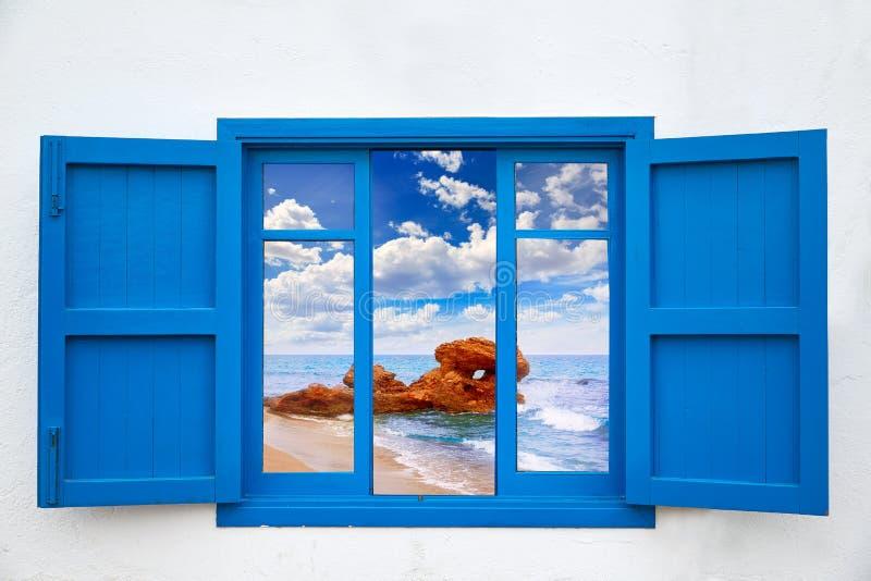 从Mojacar海滩蓝色窗口的阿尔梅里雅视图  库存图片