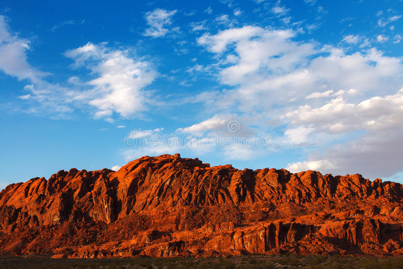 Mojave-Wüsten-rote Felsen im Tal des Feuer-Nationalparks stockfotos