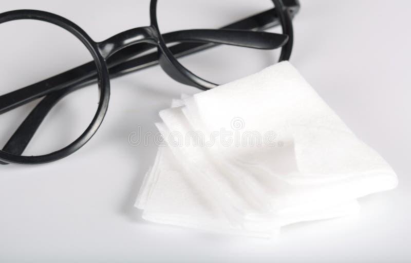 Moje los trapos para las lentes de limpieza imágenes de archivo libres de regalías