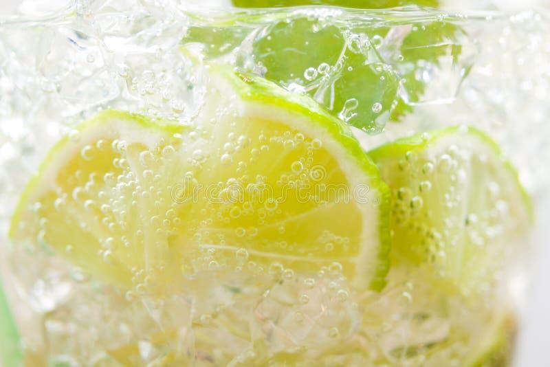 Mojito-Cocktail am Verein stockfotos