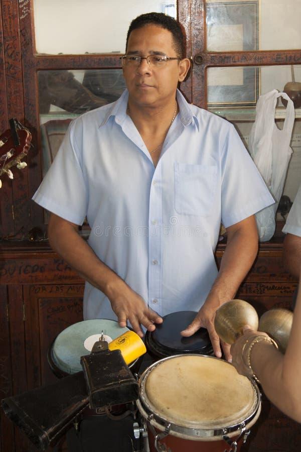Mojito Cuba Avana della barra di Hemingway con il musicista fotografie stock