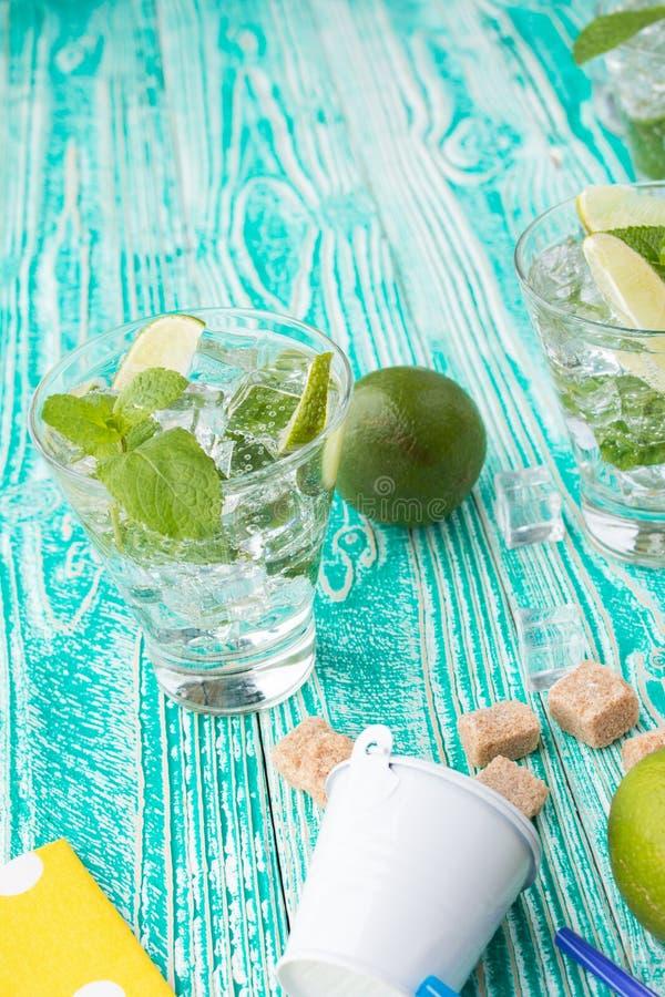 Mojito en verre avec des glaçons photographie stock