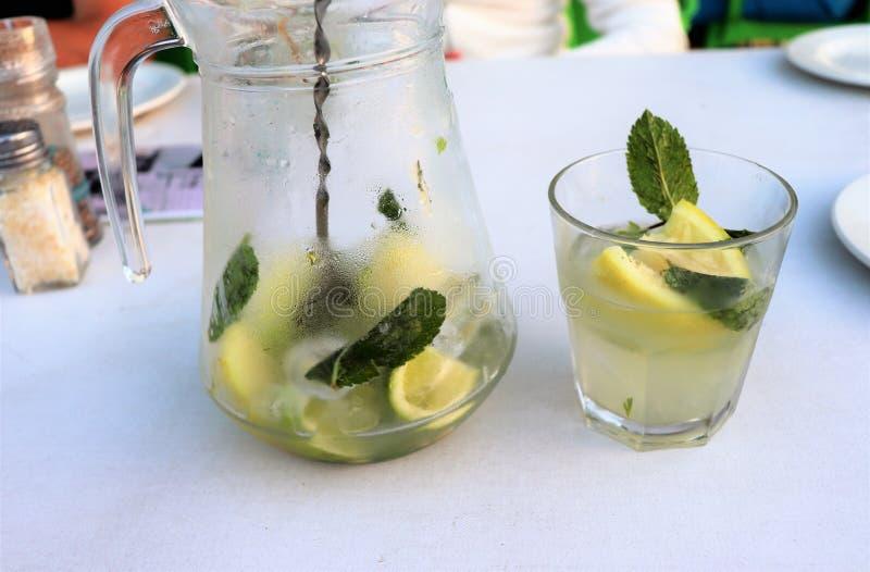 Mojito est une boisson classique photos stock