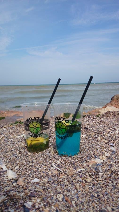 Mojito sulla spiaggia immagine stock