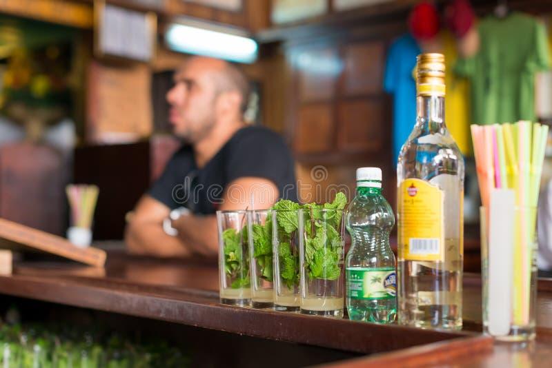 Mojitos bei La Bodeguita Del Medio in Havana stockfotos