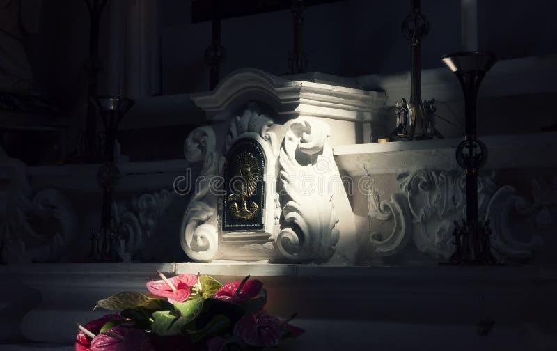 Mojo del rayo ligero del altar de la iglesia imagen de archivo libre de regalías