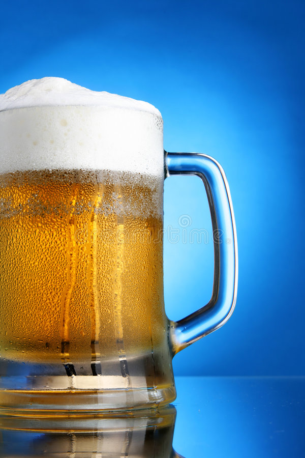 Mok bier royalty-vrije stock afbeelding