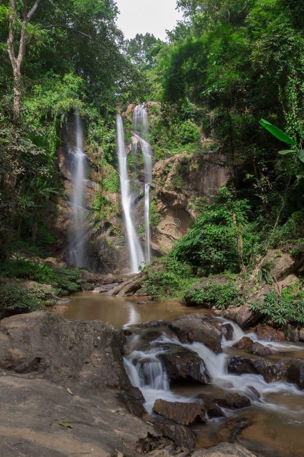 Mok Fa siklawa jest pięknym siklawą w Chiang Mai, Tajlandia zdjęcia stock
