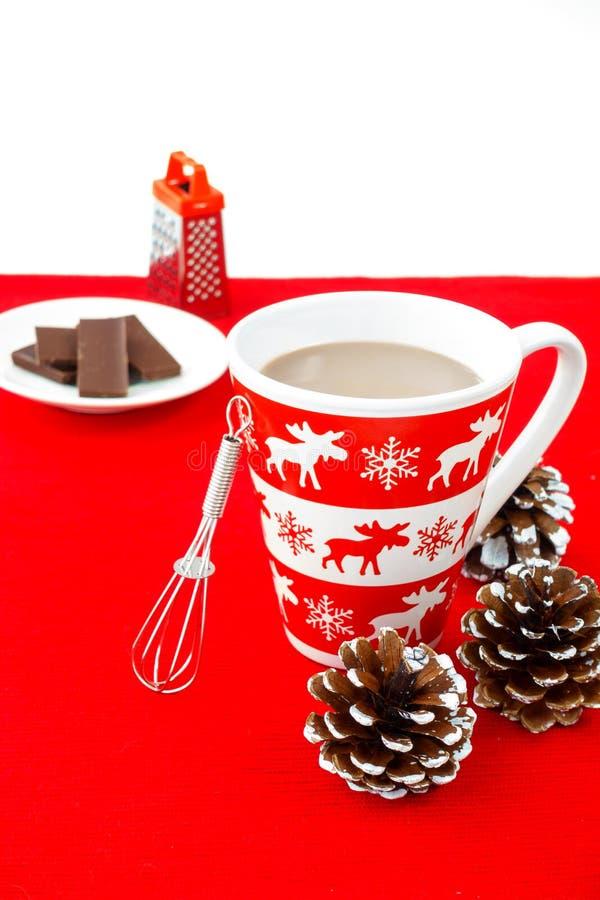 Mok met Beweging veroorzakende de Winter gevuld met Hete Chocolade stock fotografie