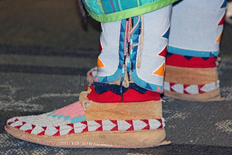 Mokassine des Veloursleder-perlenbesetzte amerikanischen Ureinwohners lizenzfreie stockfotos