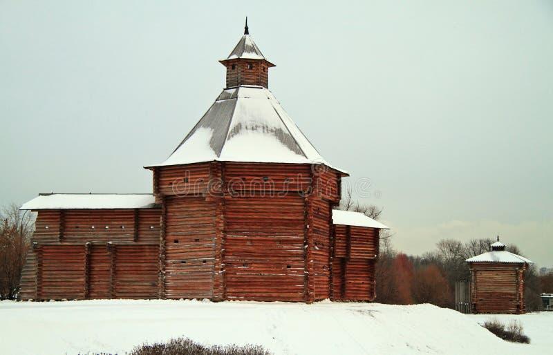 Mokhovaya torn av Suma Stockade i det tidigare kungliga godset Kolomenskoye royaltyfri fotografi