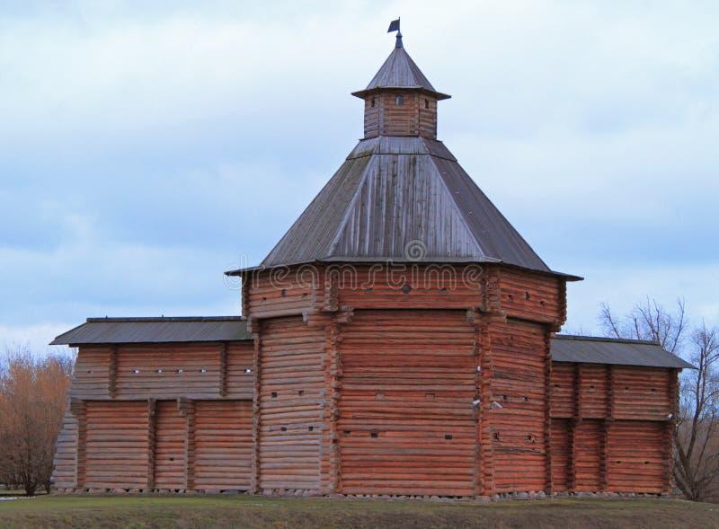 Mokhovaya torn av Suma Stockade i det tidigare kungliga godset Kolomenskoye royaltyfri foto