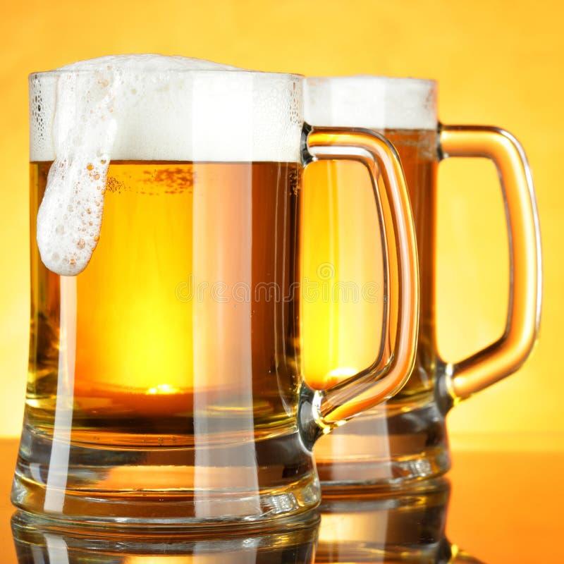 Mokken bier stock foto's