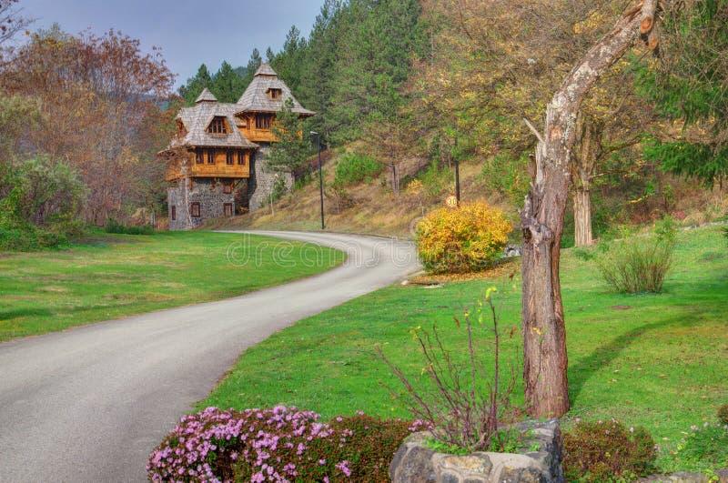 Mokra Gora, Drewniany miasteczko/Mechavnik/- miasteczko który był budową dla ekranowego «życia jest cudem «Emir Kusturica obraz stock