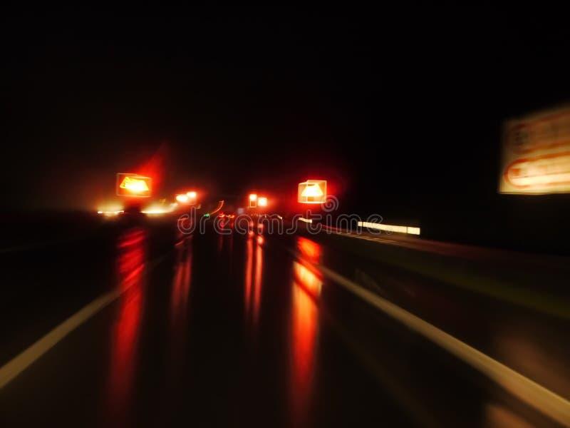 Mokra nocy ulica zdjęcia stock