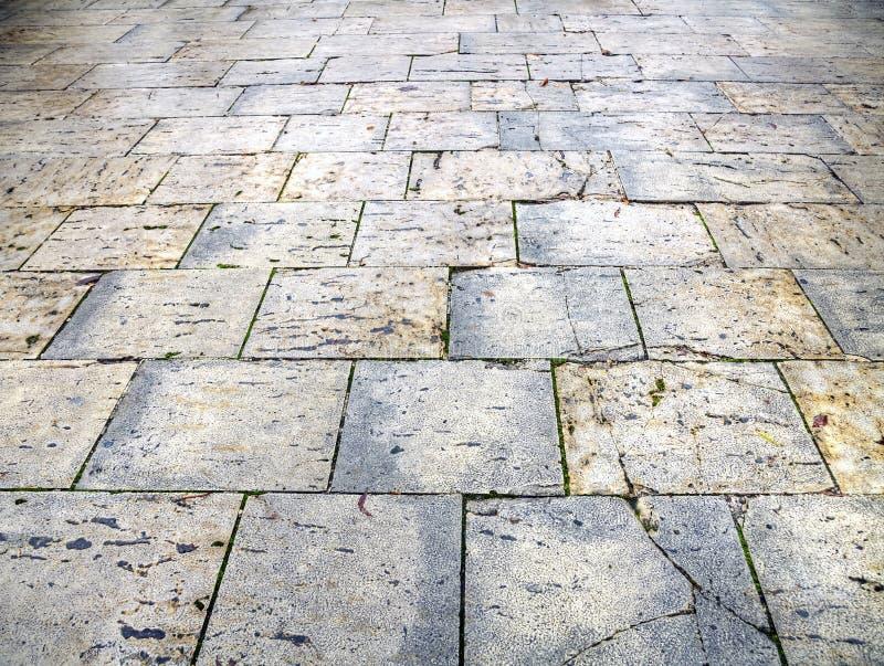 Mokrzy bruków flizy miasto Burgos zdjęcie stock