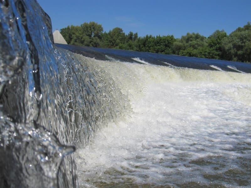 Mola bonita da cascata da queda da cachoeira do córrego fotografia de stock