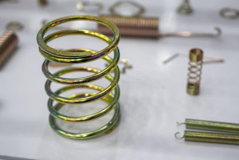 A mola de bobina na cena do close-up imagem de stock