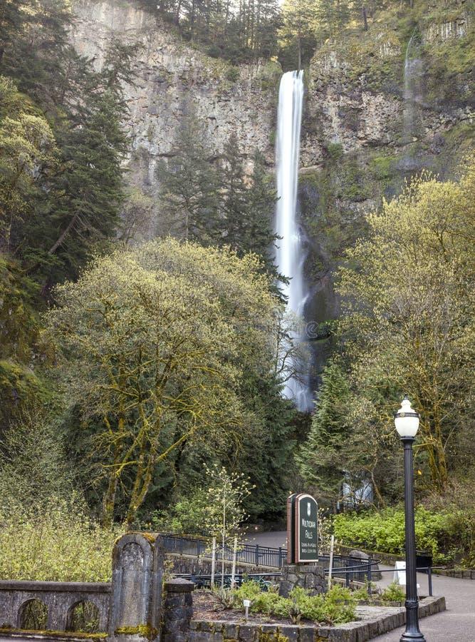 A mola em Multnomah cai Oregon. imagens de stock royalty free
