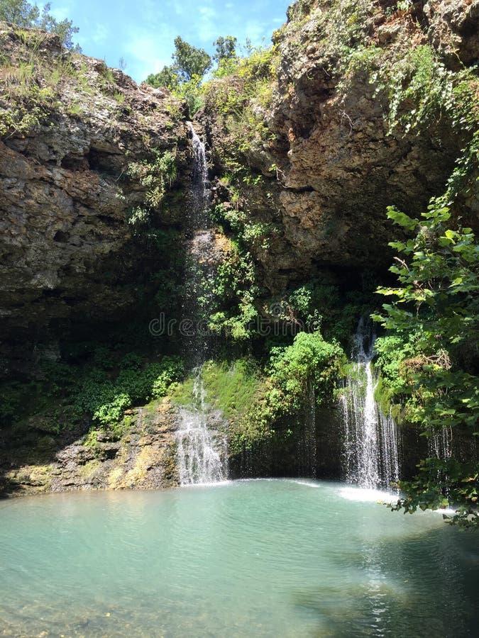 Mola Fed Waterfall em Oklahoma imagens de stock