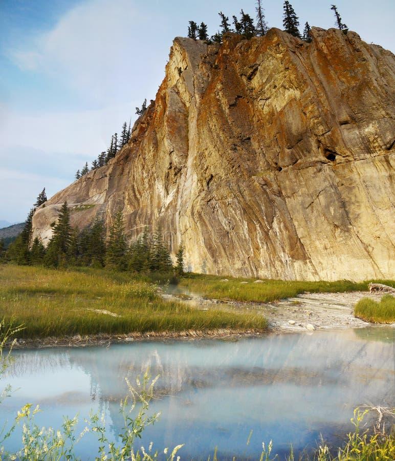 Mola fria de Sulpher, lago, jaspe, Canadá imagem de stock
