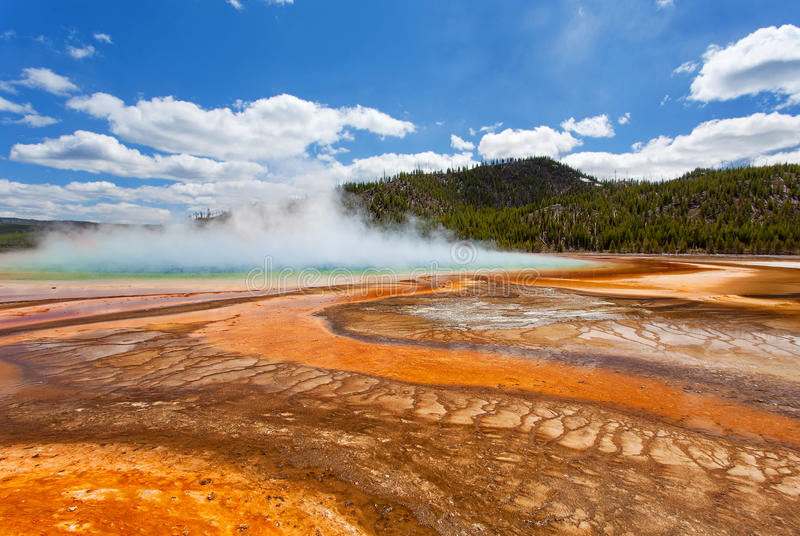 Mola prismático grande, bacia intermediária do geyser, parque nacional de Yellowstone fotografia de stock