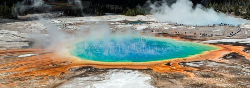 Mola prismático grande da vista geral, Yellowstone NP, EUA imagens de stock royalty free