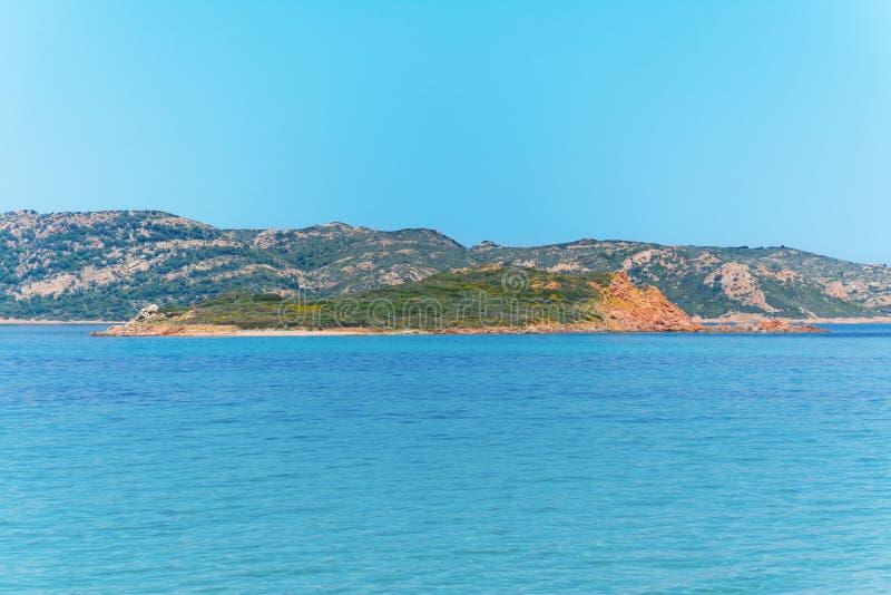 Molarotto海岛在清楚的天空下 免版税库存照片