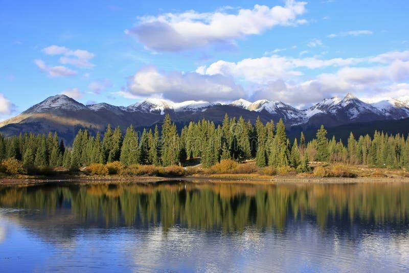 Molas sjö och visarberg, Weminuche vildmark, Colorado arkivbilder