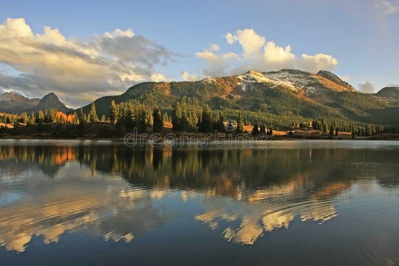 Molas sjö och visarberg, Weminuche vildmark, Colorado royaltyfri fotografi