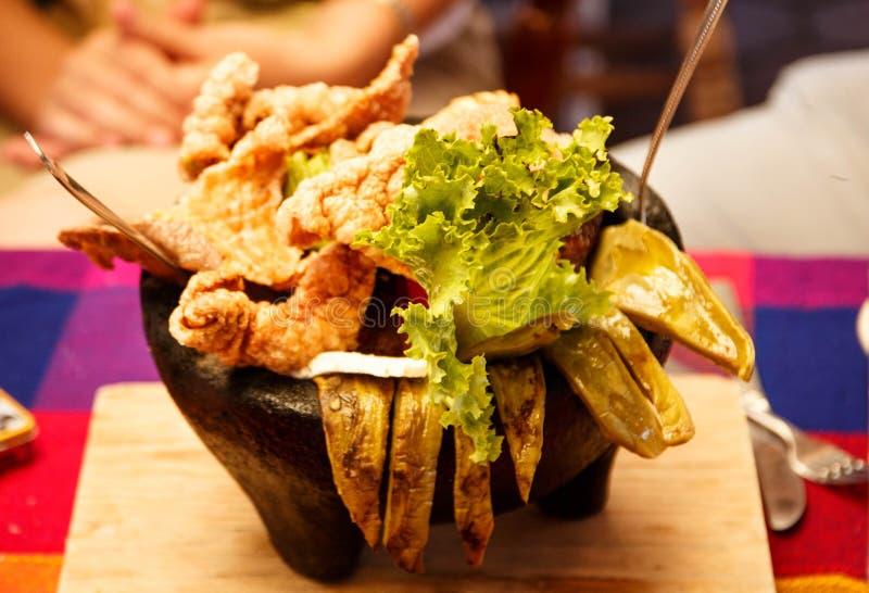 Molcajete盘 传统墨西哥食物 免版税库存照片