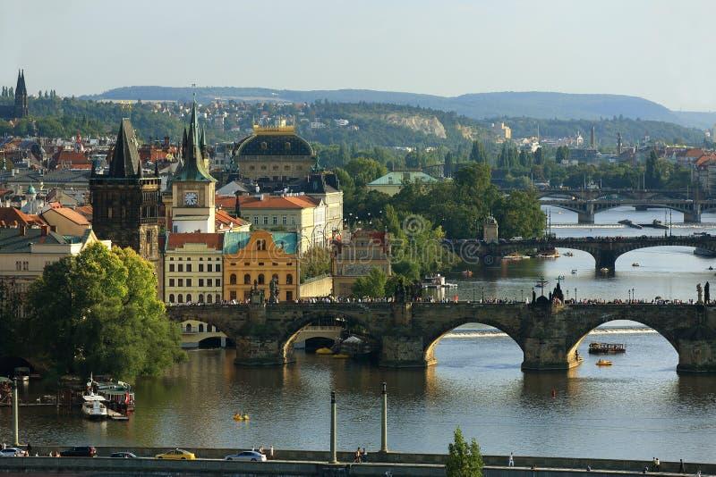 Moldau en Bruggen, Charles Bridge, Panorama van de Oude Stad, Praag, Tsjechische Republiek royalty-vrije stock foto