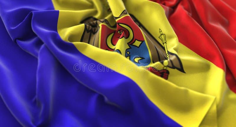 Moldau-Flagge gekräuselter schön wellenartig bewegender Makronahaufnahme-Schuss stockfoto