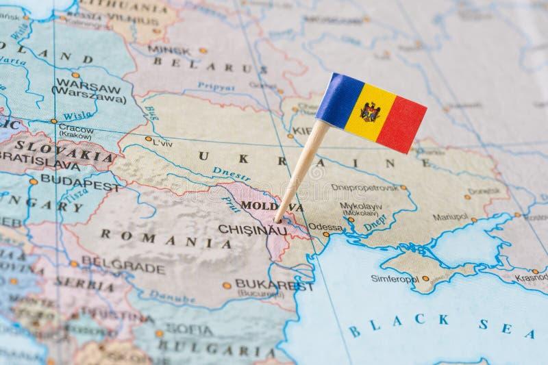 Moldavien översikt och flaggastift royaltyfri bild
