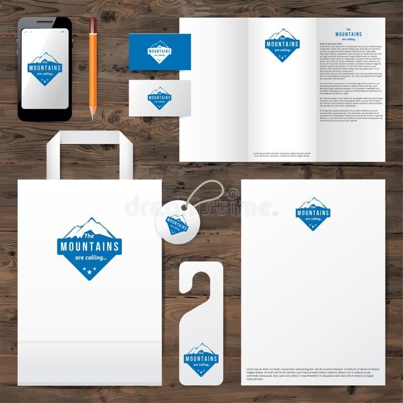 Molde da identidade com projeto do logotipo da montanha ilustração royalty free