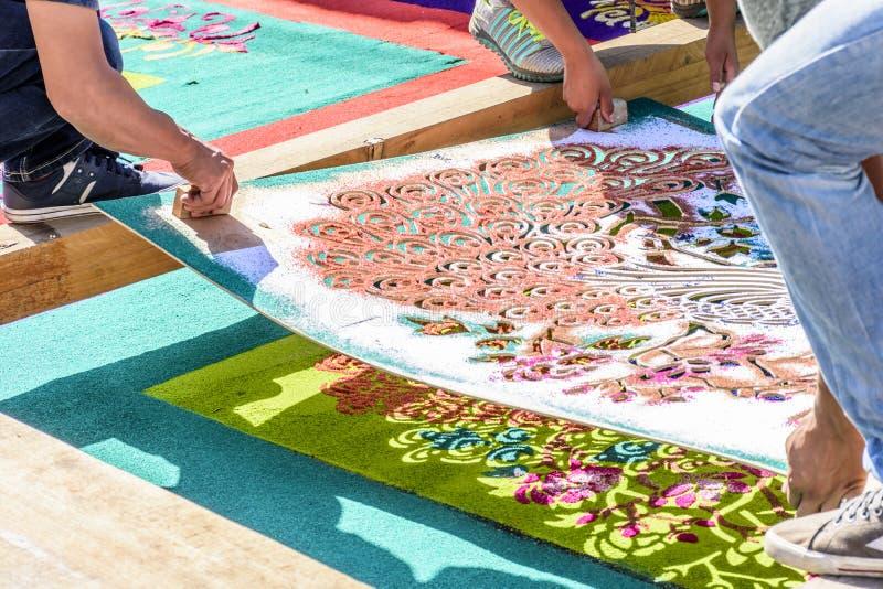 Molde de levantamento do tapete emprestado serragem tingido, Antígua, Guatemala fotos de stock