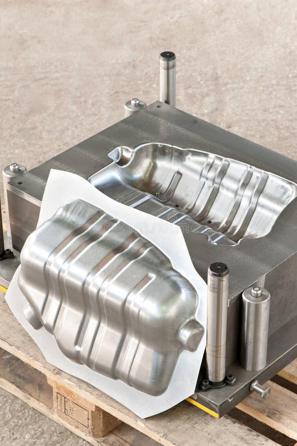 Molde de metal industrial com formulário/matriz prontos do ferro fotografia de stock