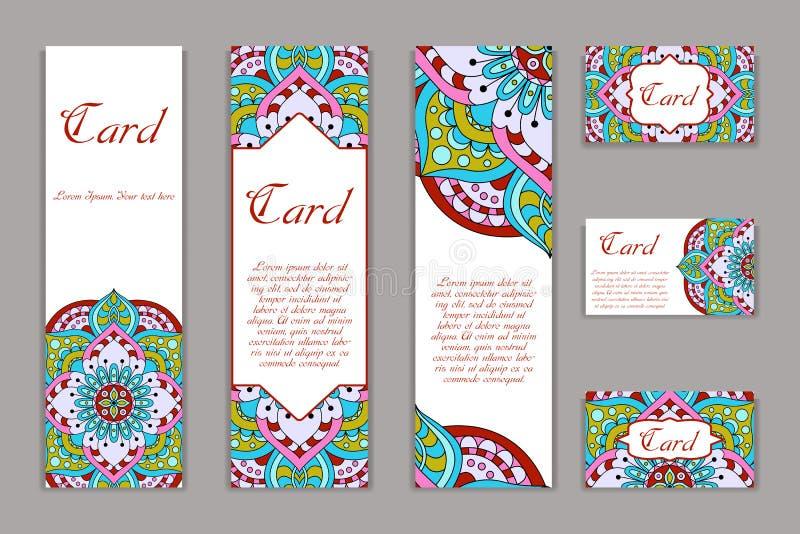 Molde do projeto da mandala do convite Cartão gráfico com o ornamento tirado mão Decoração floral oriental colorida para cumprime ilustração royalty free