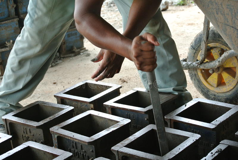 Molde do teste do cubo do concreto para verificar do trabalho da qualidade ou de testes de compressão concretos imagem de stock