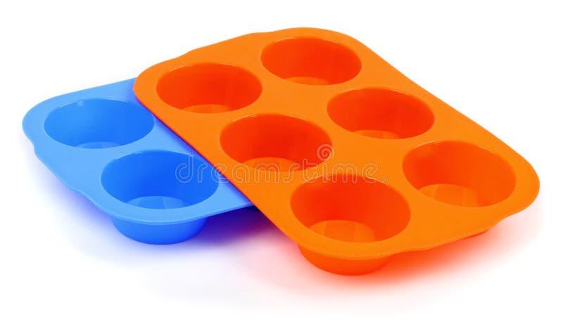 Moldes de um queque do silicone da cor imagens de stock