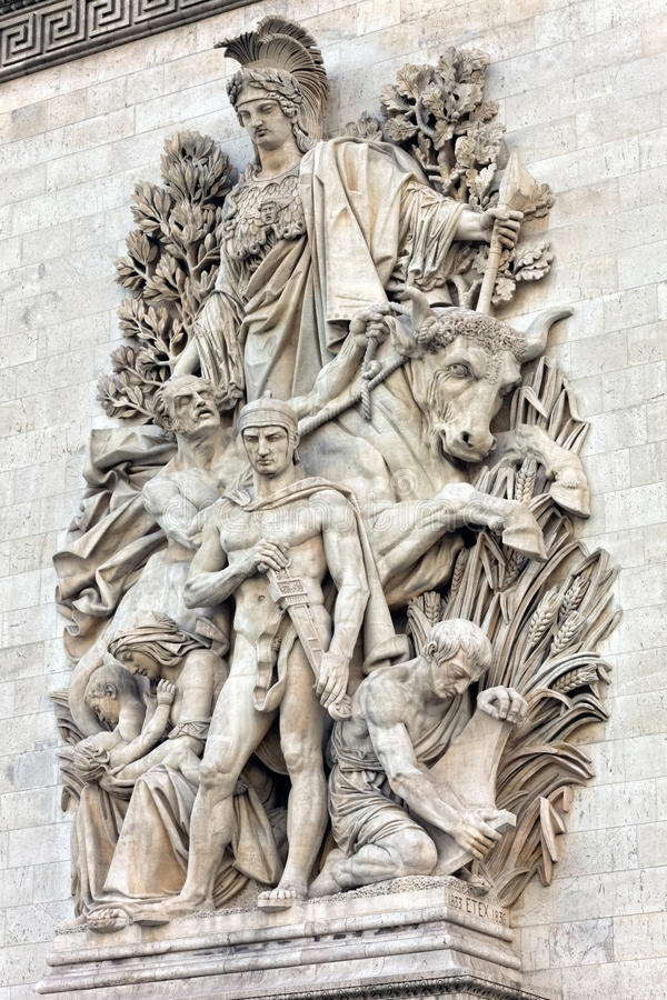 Moldes em Arc de Triomphe. Paris. França. imagem de stock