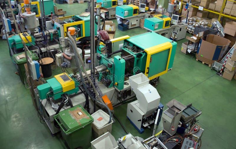molding för maskiner för fabriksinjektion stor royaltyfria foton