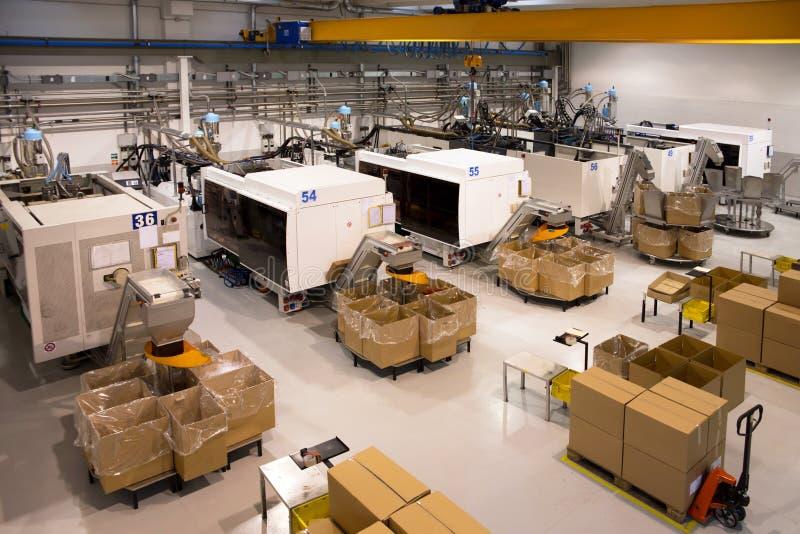 molding för maskiner för fabriksinjektion stor royaltyfri bild