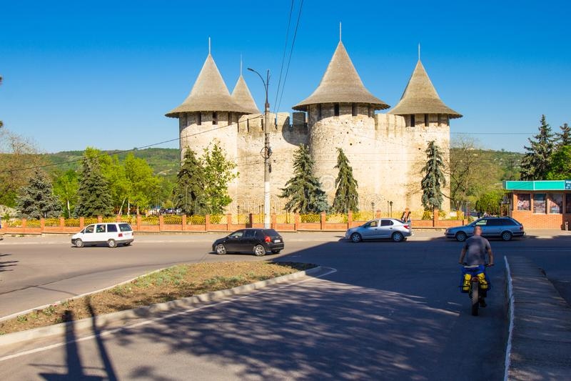 Moldovan forteca XV wiek w mieście Soroka w pięknym Pogodnym letnim dniu, Lokalizować na prawym banku fotografia royalty free